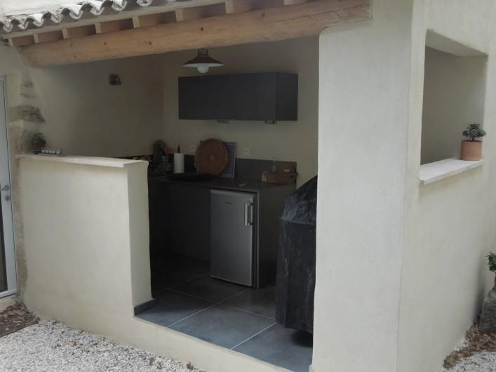 Location de vacances - Mas à Chantemerle-lès-Grignan - cuisine d'été, barbecue