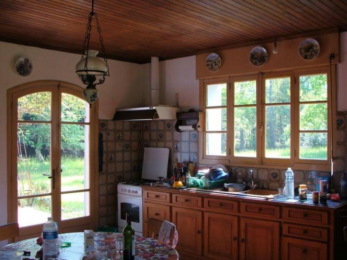 Location de vacances - Gîte à Sillas - Cuisine (avec grande cheminée)