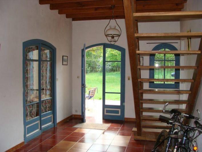 Location de vacances - Gîte à Sillas - Entrée desservant toutes les pièces