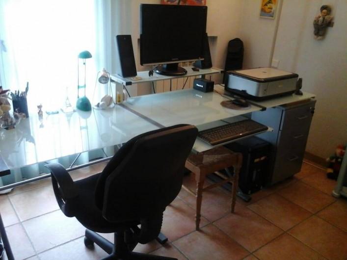 Location de vacances - Chambre d'hôtes à Mougins - Bureau, ordinateur et imprimante.