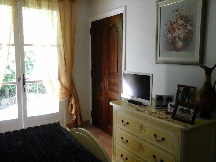 Location de vacances - Chambre d'hôtes à Mougins - commode, TV
