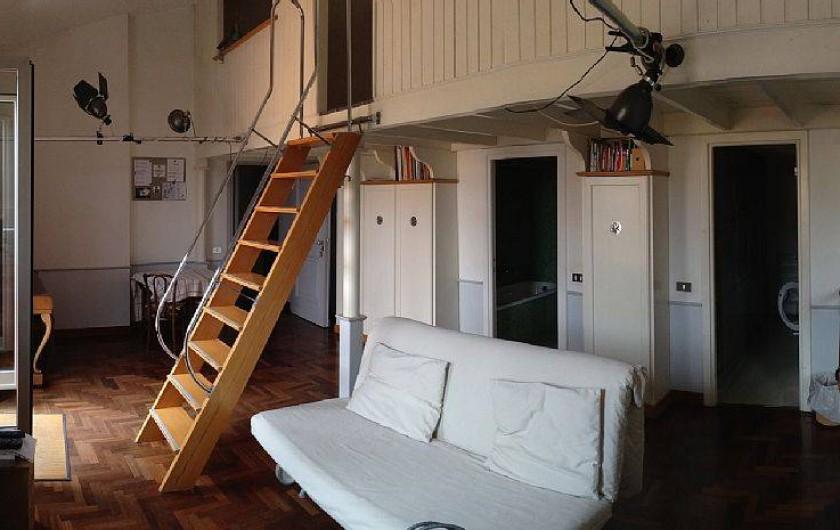 Location de vacances - Studio à Rione III Colonna - salon (canapé et escaliers)