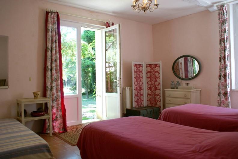Location de vacances - Chambre d'hôtes à Saint-Léger - Suite familiale : chambre avec 2 lits de 90.