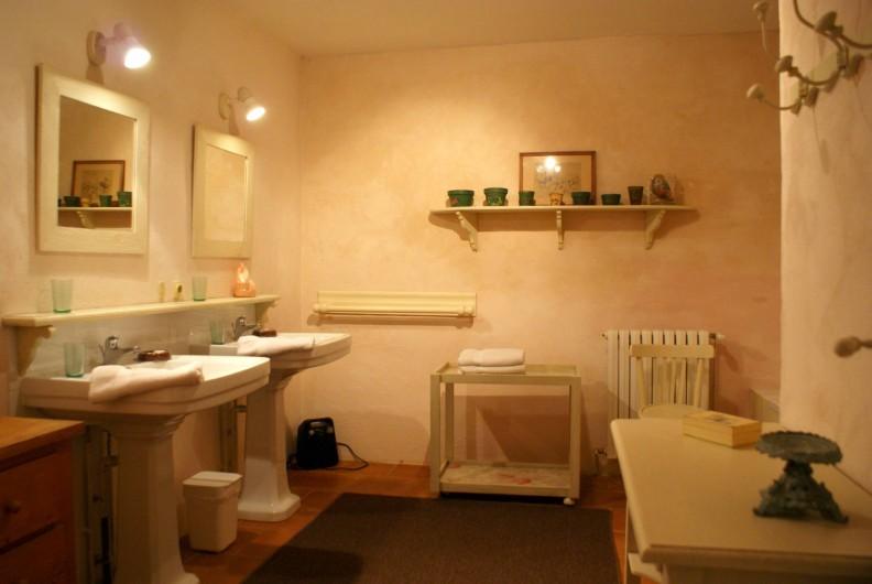 Location de vacances - Chambre d'hôtes à Saint-Léger - Suite familiale : salle de bain