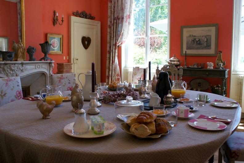 Location de vacances - Chambre d'hôtes à Saint-Léger - Petit déjeuner dans la salle à manger ...