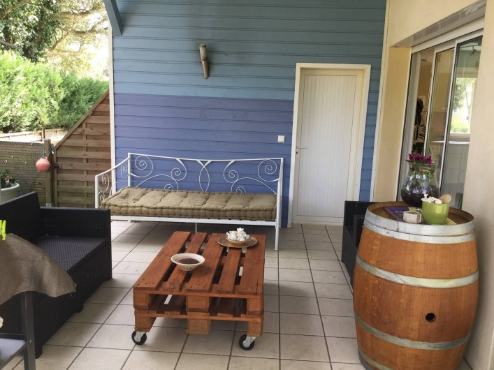 Location de vacances - Villa à Messanges - Terrasse avec plancha barbecue, pergola,
