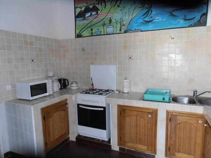 Location de vacances - Villa à Somone - cuisine superbement aménagée