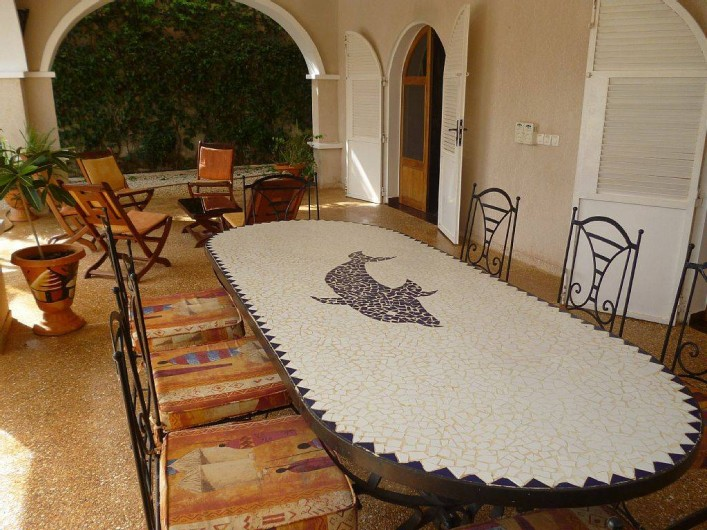 Location de vacances - Villa à Somone - bon repas sur la terrasse!! confotablement meublée face à la piscine