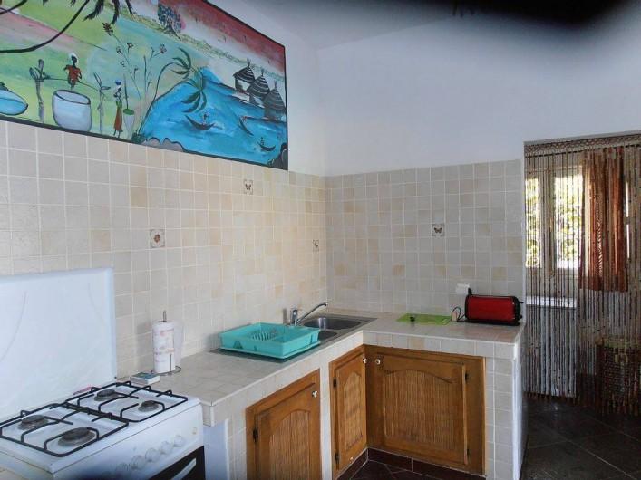 Location de vacances - Villa à Somone - cuisine ouverte sur la terrasse