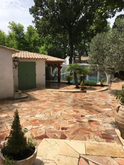 Location de vacances - Villa à Uzès - Terrasse avec pare soleil