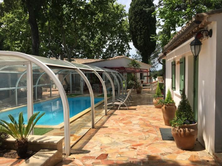 Location de vacances - Villa à Uzès - Terrasse ombragée