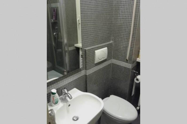 Location de vacances - Appartement à Rome - petite salle de bain avec douche