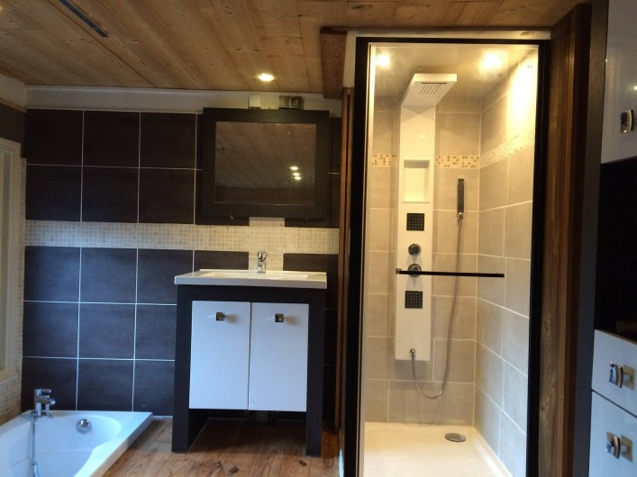 Location de vacances - Appartement à Saint-Gervais-les-Bains - Douche et Baignoire de la suite parentale