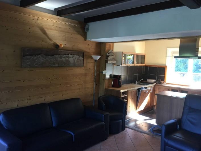 Location de vacances - Appartement à Saint-Gervais-les-Bains - salon , avec cuisine ouverte
