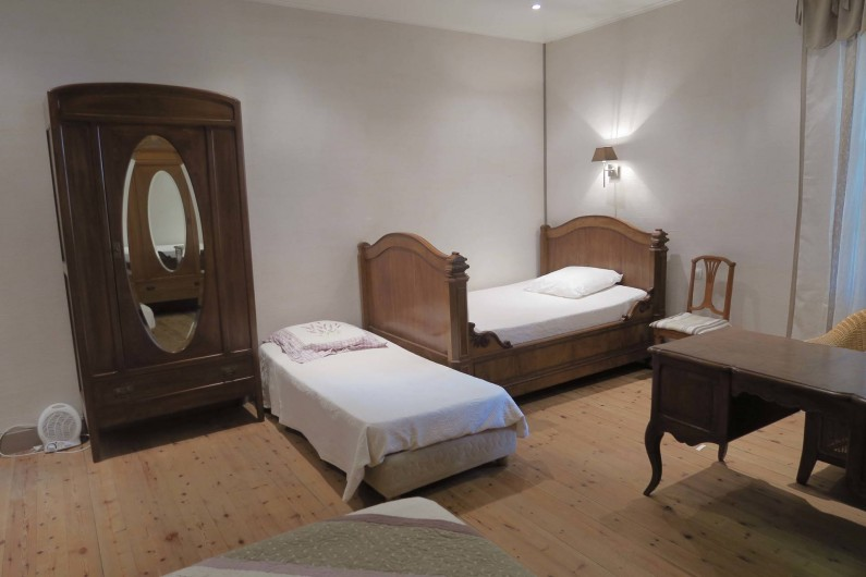 Location de vacances - Chambre d'hôtes à Ouveillan - la chambre des filles peut accueillir un couple et 3 enfants