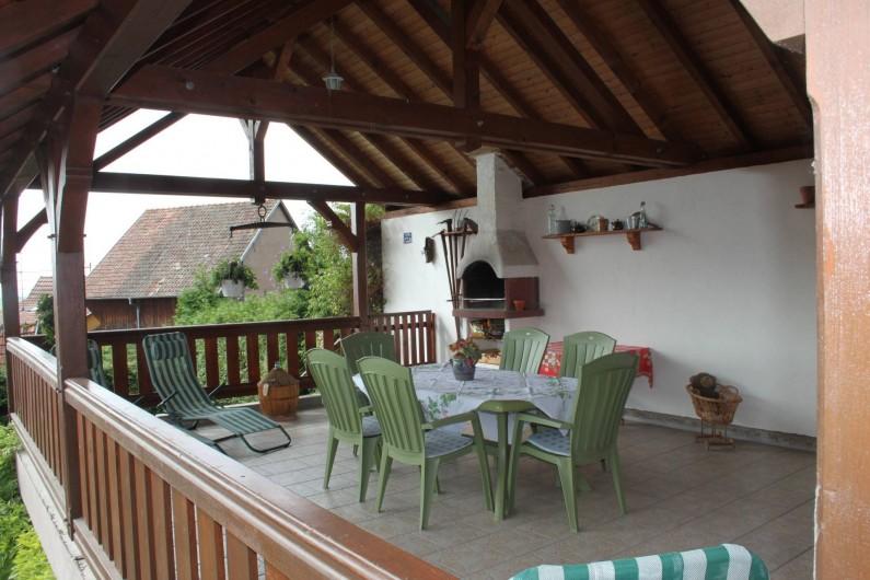 Location de vacances - Gîte à Nothalten - La terrasse et son barbecue
