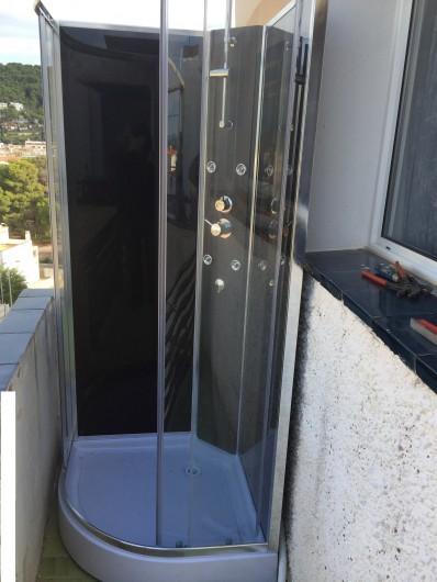 Location de vacances - Appartement à L'Estartit - DOUCHE DE SORTIE DE PLAGE SUR TERRASSE