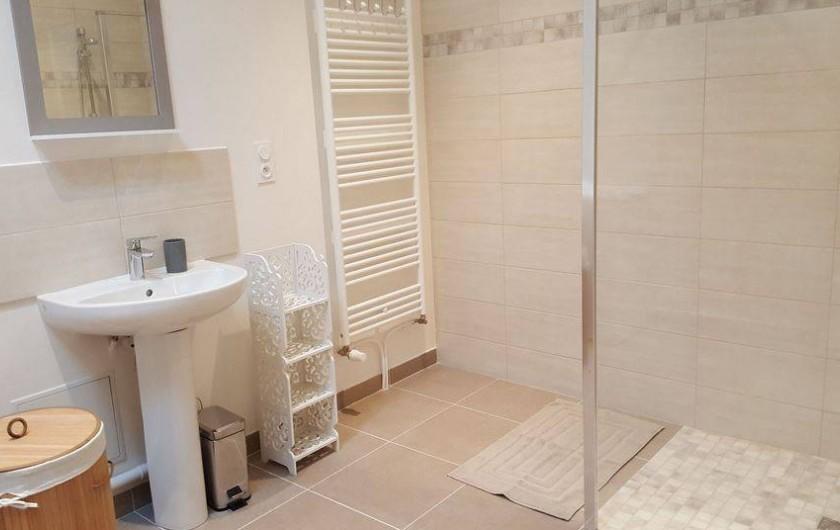 Location de vacances - Gîte à Chassignelles - Salle d'eau avec douche à l'italienne