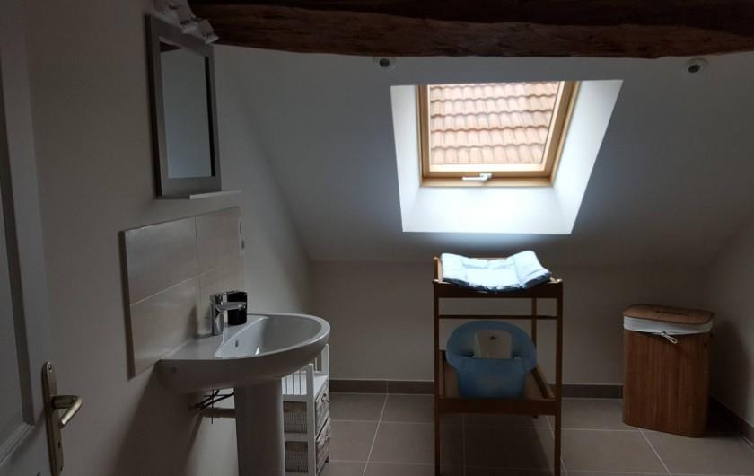 Location de vacances - Gîte à Chassignelles - Salle d'eau (équipements pour bébé)