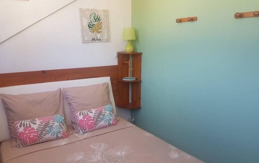 Location de vacances - Appartement à Saint-Gilles les Bains - Chambre 2 fermée par une cloison + rideau occultant