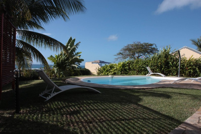 Location de vacances - Villa à Saint-François - tres tot le matin la piscine devant la maison