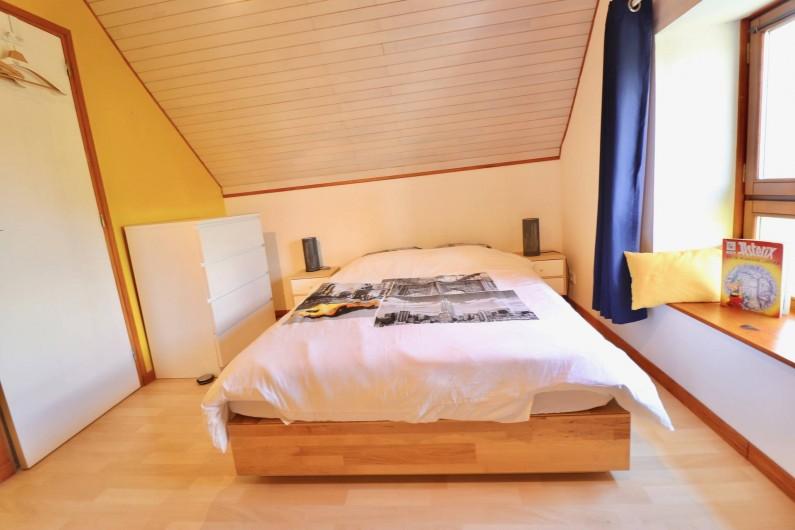 Location de vacances - Villa à Matignon - Chambre jaune 2e étage, lit 140x200. Draps compris dans toutes les chambres!