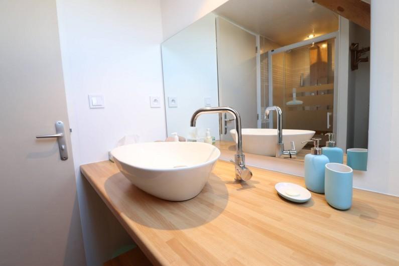 Location de vacances - Villa à Matignon - Salle de douche 2e étage, entre chambre bleue et chambre jaune