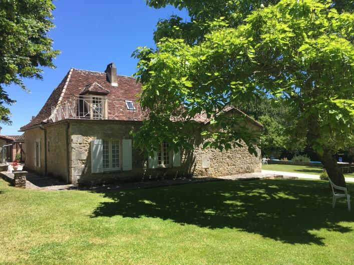 Location de vacances - Villa à Saint-Martin-des-Combes - Le salon et sa cheminée ancienne