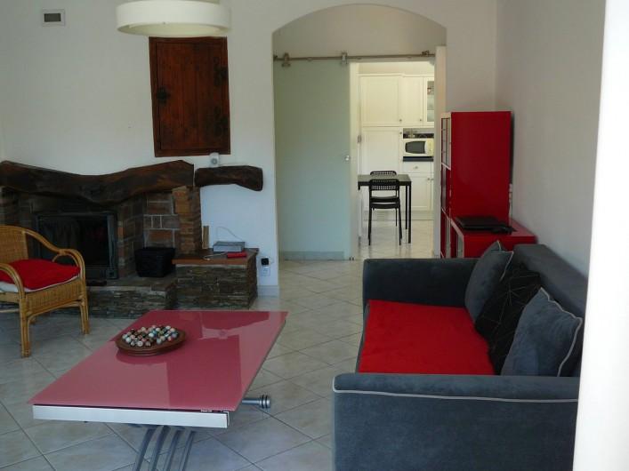 Location de vacances - Villa à Saint-Cyr-sur-Mer - Salon, salle à manger