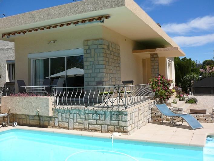 Location de vacances - Villa à Saint-Cyr-sur-Mer - Terrasse, piscine