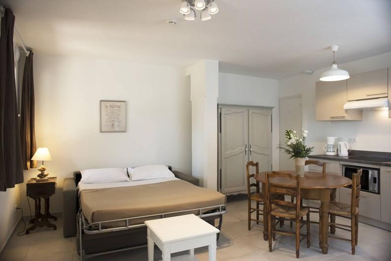 Location de vacances - Appartement à Martigues - Canapé lit déployé dans l'appartement E -  5 couchages