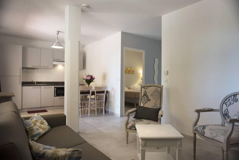 Location de vacances - Appartement à Martigues - Salon Appartement 6 couchages, TV et Wifi. Bastide des Joncas
