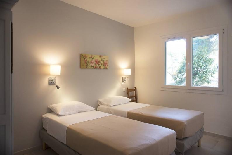 Location de vacances - Appartement à Martigues - Chambre, matelas grand confort et double vitrage Bastide des Joncas