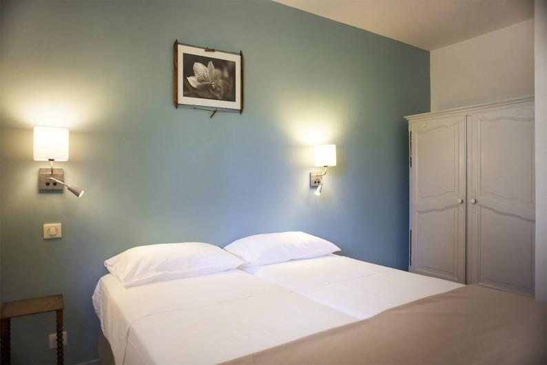 Location de vacances - Appartement à Martigues - Coin salon avec TV et Wifi + Canapé 2 couchages matelas confort+