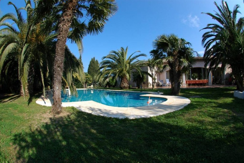 Location de vacances - Villa à Saint-Tropez - Jardin côté piscine