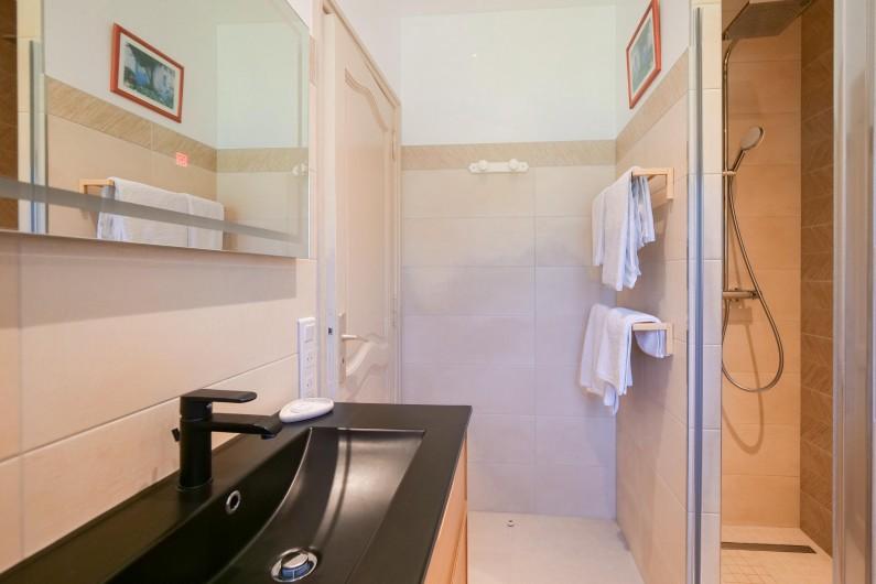 Location de vacances - Villa à Saint-Tropez - chambre droite