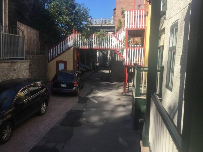 Location de vacances - Chambre d'hôtes à Ville de Québec - Notre chambre`` exotique`` souvenirs de voyage grand lit.