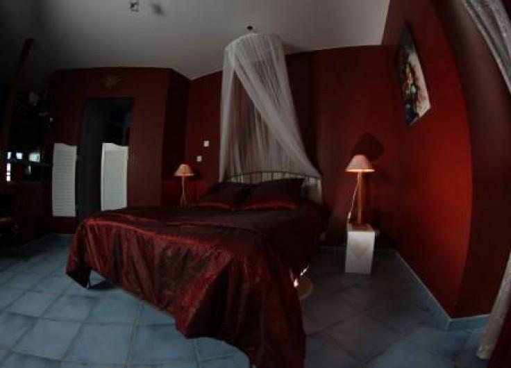 """Location de vacances - Chambre d'hôtes à Saint-Laurent-d'Oingt - La chambre """"le fenil"""""""