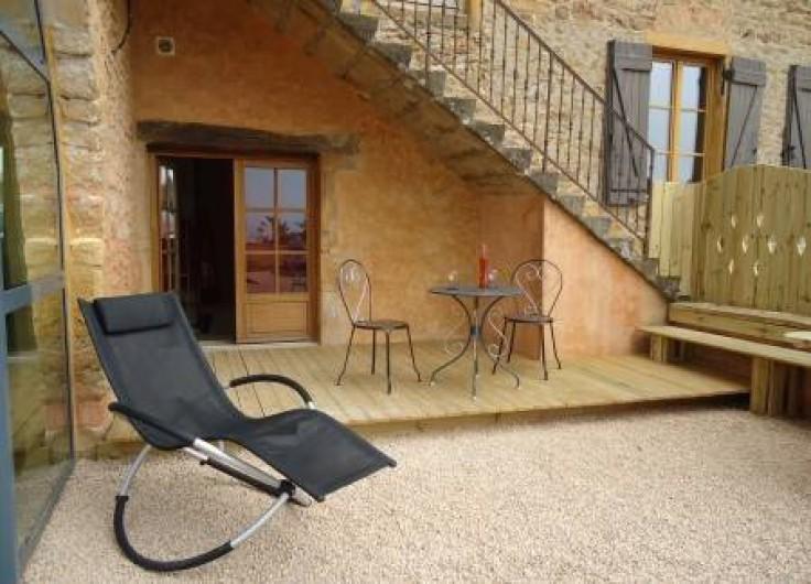 """Location de vacances - Chambre d'hôtes à Saint-Laurent-d'Oingt - La terrasse de la chambre """"la crèche"""""""