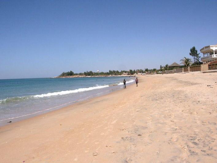 Location de vacances - Villa à Somone - La plage  devant le village.