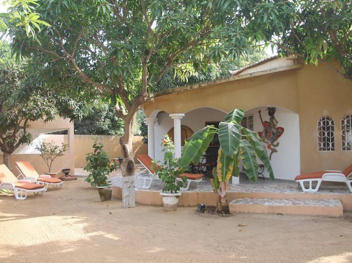 Location de vacances - Villa à Somone - Entrée de la maison avec sa terrasse
