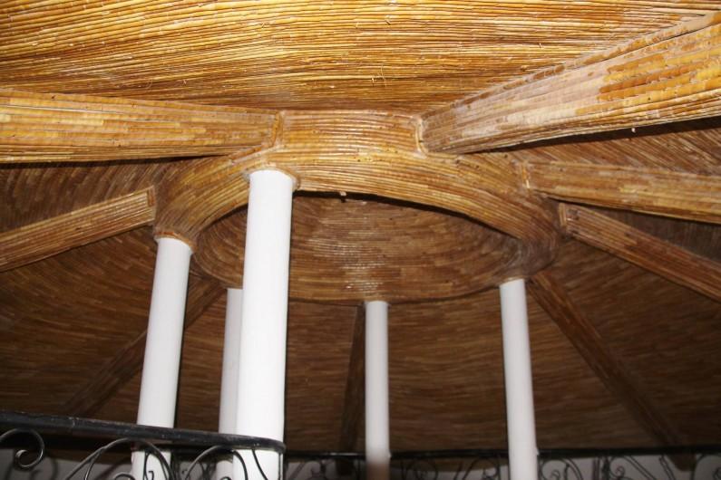 Location de vacances - Villa à Somone - Le plafond est orné par des boudins sérère.