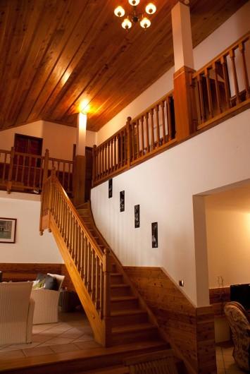 Location de vacances - Villa à Saint-Pierre - Escalier menant à l'étage