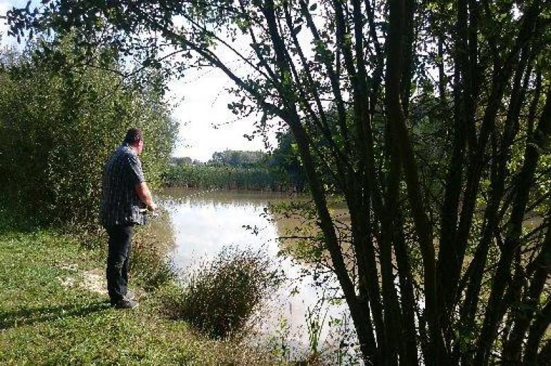 Location de vacances - Roulotte à La Chapelle-Blanche-Saint-Martin - Les pécheurs sont les bienvenus au Domaine de La Grangée en Indre et Loire