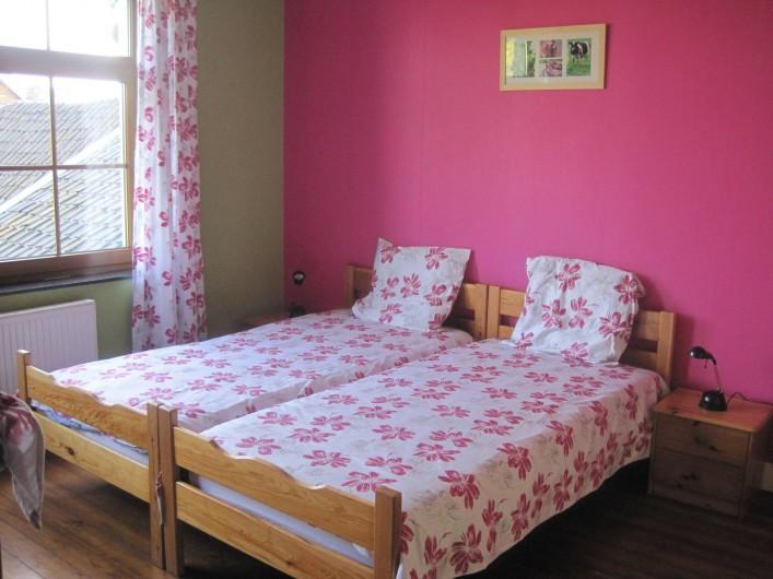 Location de vacances - Gîte à Lontzen - Voici une de nos chambres (5 au total), toutes équipées d'une armoire