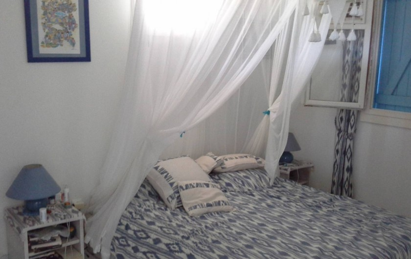 Location de vacances - Villa à Les Anses-d'Arlet - CHAMBRE PARENTALE DONNANT SUR LA SALLE DE BAINS