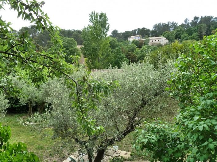 Location de vacances - Gîte à Nîmes - Vue sur les collines environnante