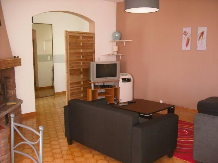 Location de vacances - Appartement à San-Giuliano - Espace salon en entrant à gauche....