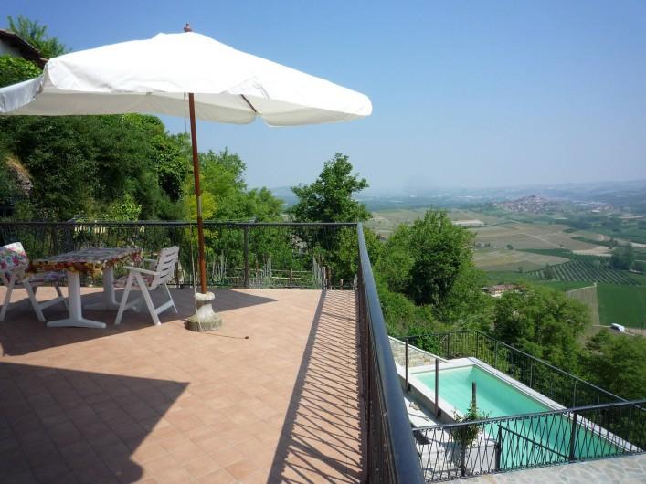 Location de vacances - Appartement à Verduno - Terrasse avec Piscine