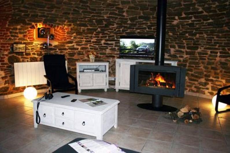 Location de vacances - Insolite à Baincthun - Le salon et sa cheminée feu de bois